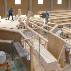 Die erste Dachhaut wird aufgebracht