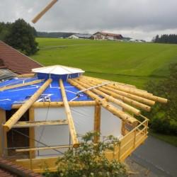 Doppelter Dachstuhl wird montiert