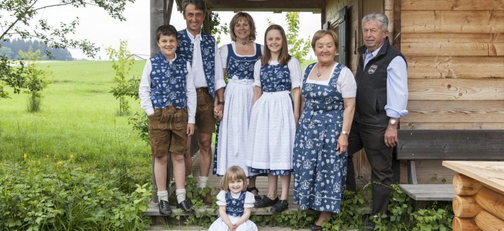 http://www.koehldorfner.de/wp-content/uploads/2015/07/familienfoto1500pix_MG_10471-e1437413867146.jpg