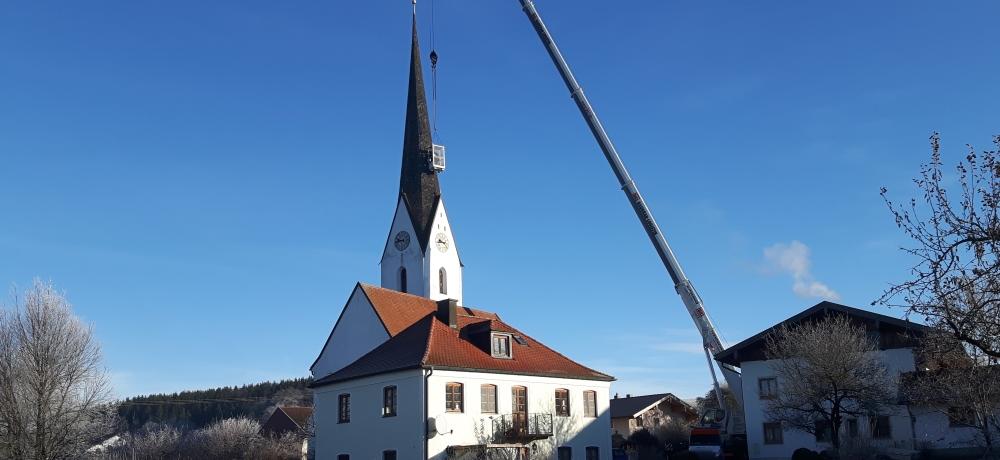 Servicearbeiten am Kirchendach