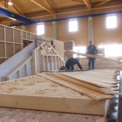 Produktion der Holzbodenplatte für das Köhldorfner Muster-Holzhaus