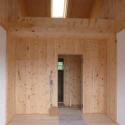Köhldorfner Muster-Holzhaus Innenausbau mit Holzvertäfelung