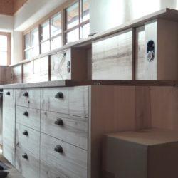 Köhldorfner Musterhaus Montage Massivholz-Küche